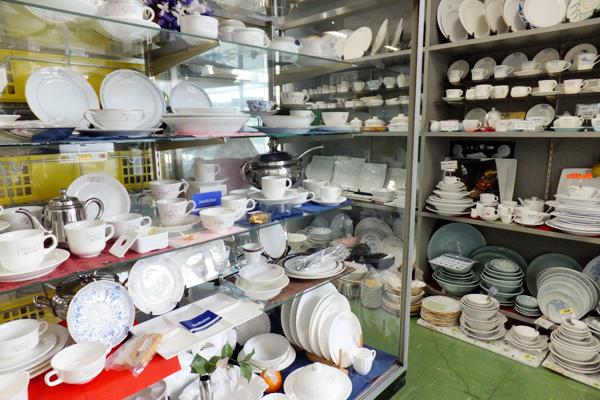 料理道具・食器の展示場完備